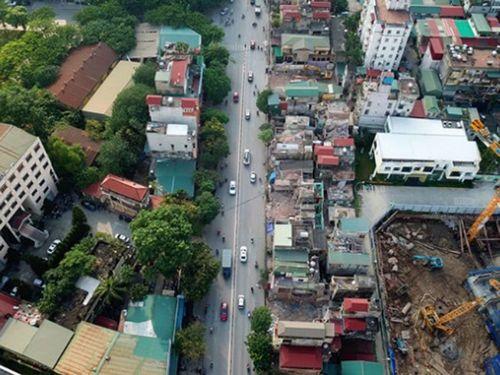 Hà Nội ồ ạt đổi đất để làm đường: Lợi hay hại?